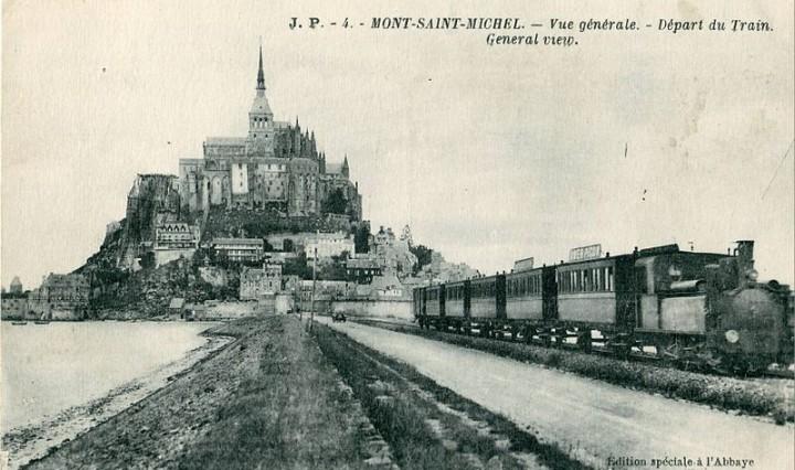 le-depart-du-train-au-mont-saint-michel-en-normandie