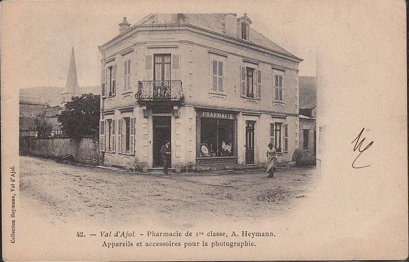 Carte_Postale_Ancienne_numero_42_Val_d_ajol_Pharmacie_premiere_classe_Appareils_et_accessoires_pour_la_photographie_CPA_Pharmacie_A._Heymann